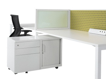 Cubit desk with mounted return screen in frosted glass